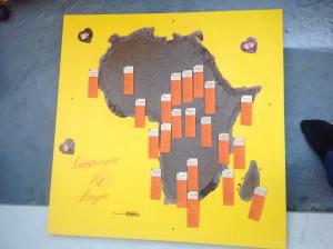 Plan de table jaune, marron et orang représentant quelques pays d'Afrique.